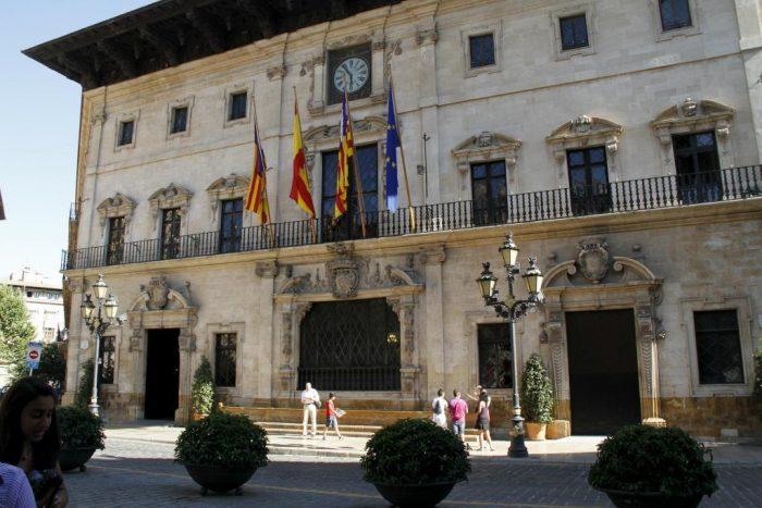 Fachada principal del Ayuntamiento de Palma